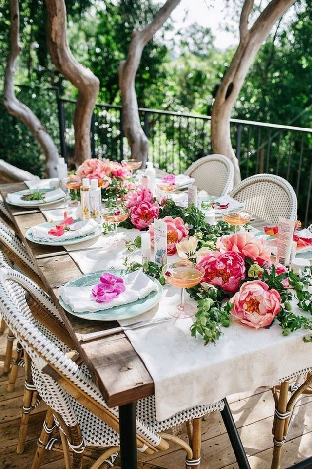 Elevate Your Spring Decor With These 5 Stylish Easter Tablescapes Stylish Easter Tablescapes Elevate Your Spring Decor With These 5 Stylish Easter Tablescapes Elevate Your Spring Decor With These 5 Stylish Easter Tablescapes 3
