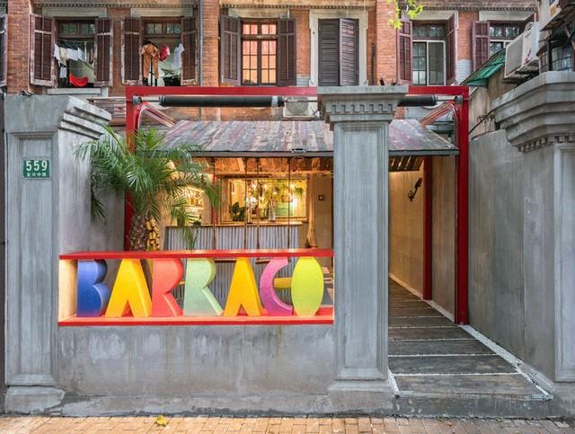 An Incredible Bar Interior Design With a Tropical Vibe